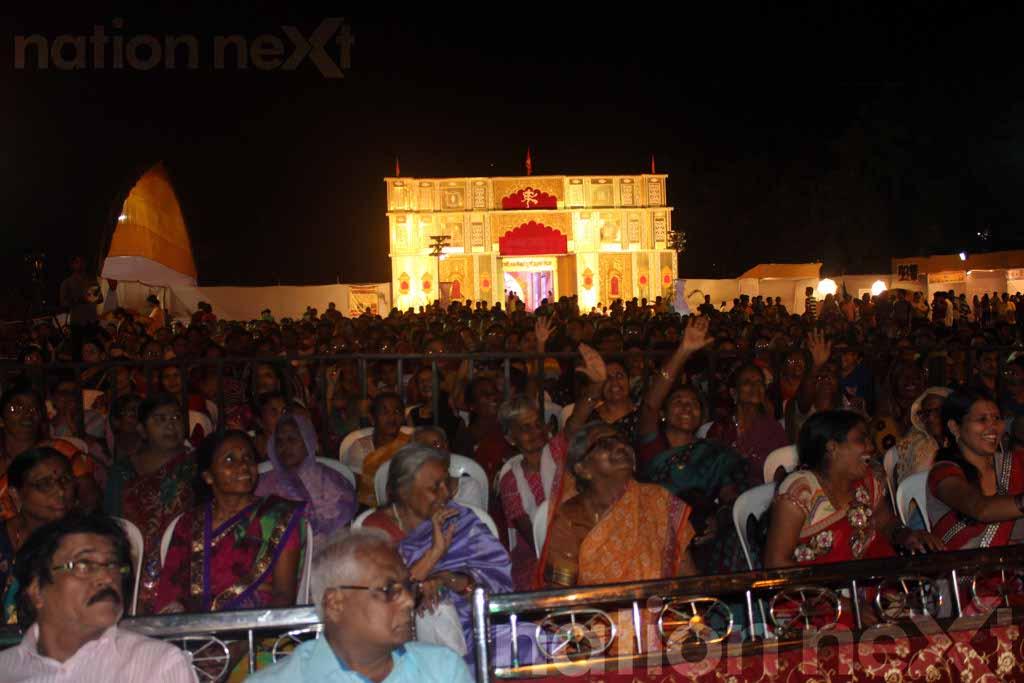 Antara Mitra and Anubhav Singh Suman entertained the audience at a live concert organised by Rani Laxmibai Utsav Mandal, Laxminagar, Nagpur.