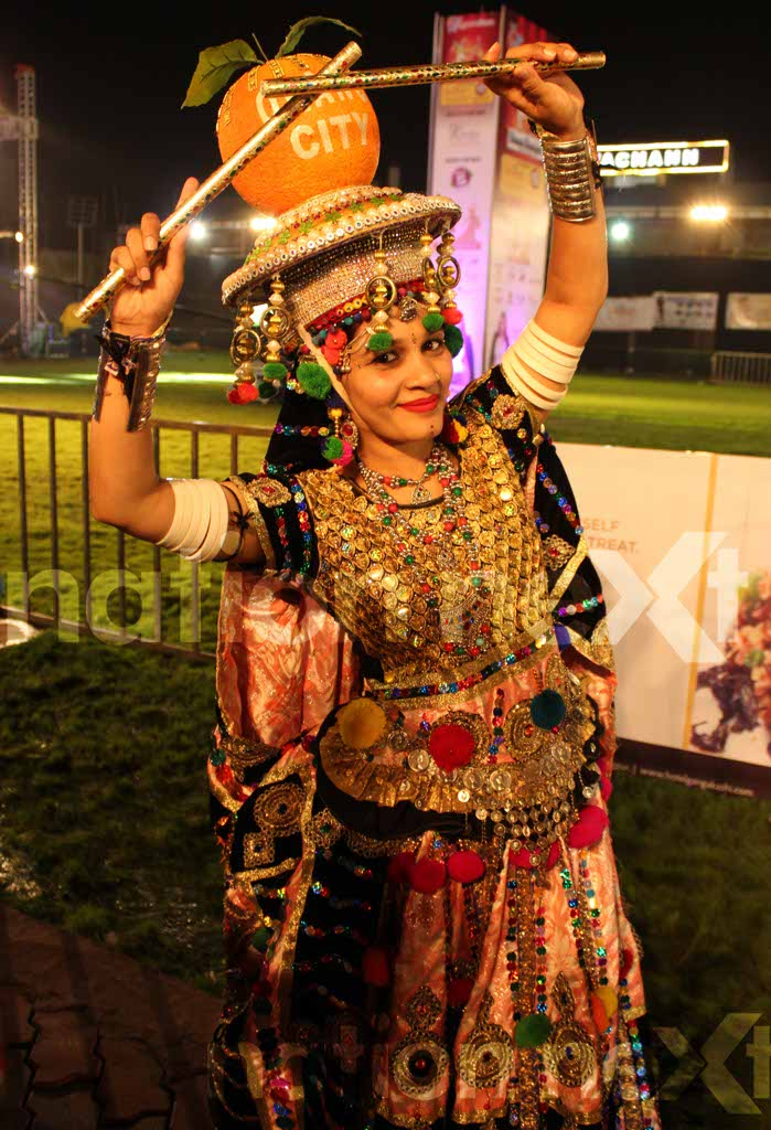 Indian playback singer Shruti Pathak floored the audiences and made them dance with her renditions at 'Raas Rasiya' - a pre Navratri garba night in Nagpur.