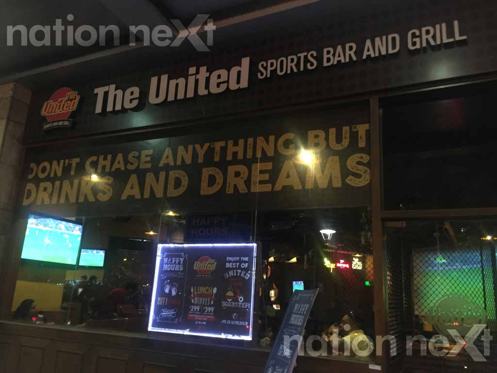 The United Sports Bar and Grill at Viviana Mall, Thane has come up with a brilliant and interesting way to discourage smoking.