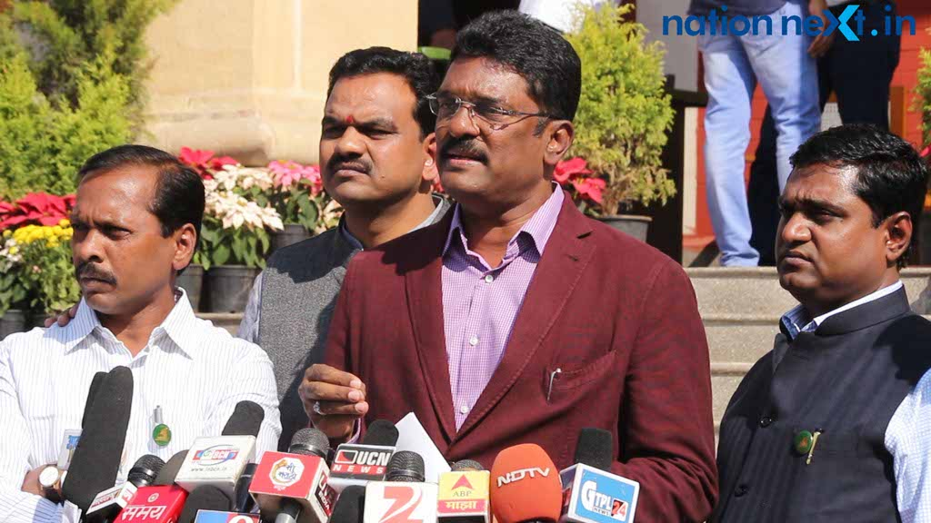 Shiv Sena Mumbai MLA Pratap Sarnaik on Thursday, raised the issue of government officials buying lands from farmers with the old currency notes.