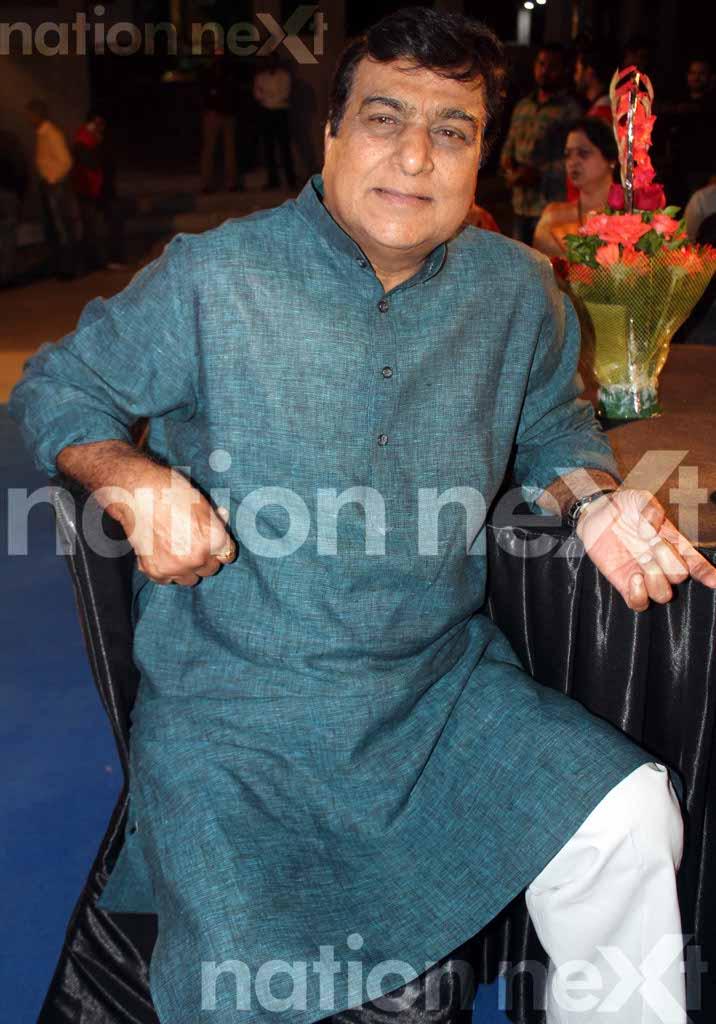 Raj Thackeray inaugurates Linen Vogue
