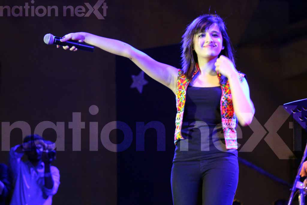 Shirley Setia brings down the house with her electrifying performance at YCCE in Nagpur