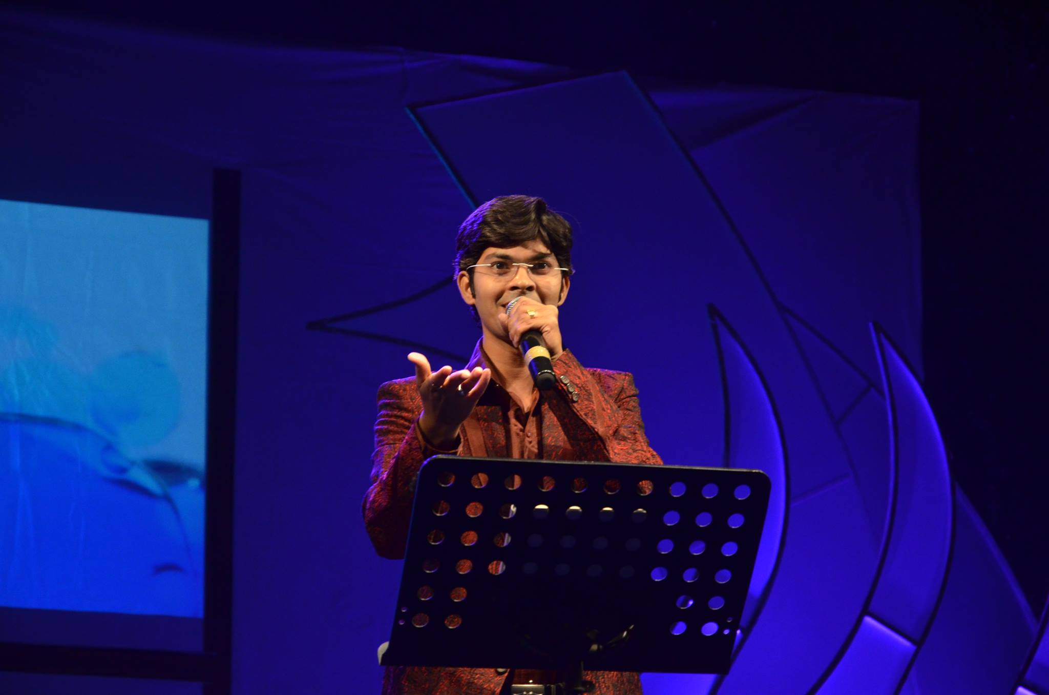 I was four years old when I sung on stage for the first time; I have been singing ever since: Niranjan Bobde
