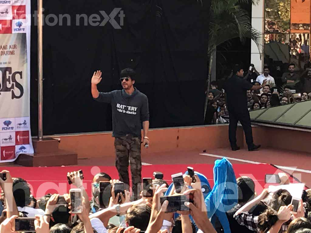 Shah Rukh Khan made the day memorable for students of Symbiosis Institute of Design, Pune, when he visited the college to promote his movie Raees.