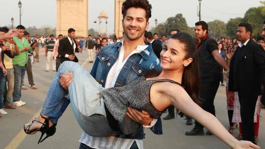 Bollywood actors Varun Dhawan and Alia Bhatt recently promoted their upcoming film Badrinath ki Dulhania at India Gate, New Delhi.