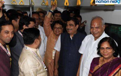 Nitin Gadkari inaugurates a replica of Nagpur Metro Rail at Durga pooja pendal