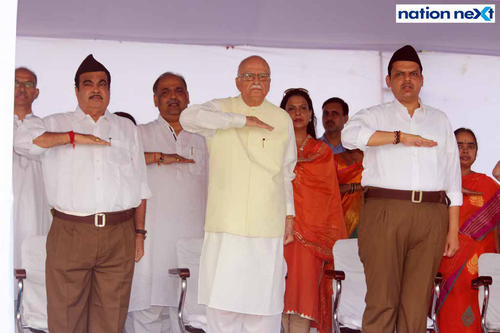 29-09-17-Gadkari, LK Advani and Fadnavis-Vijayadashmi celebrations by RSS-Amar Jajoo