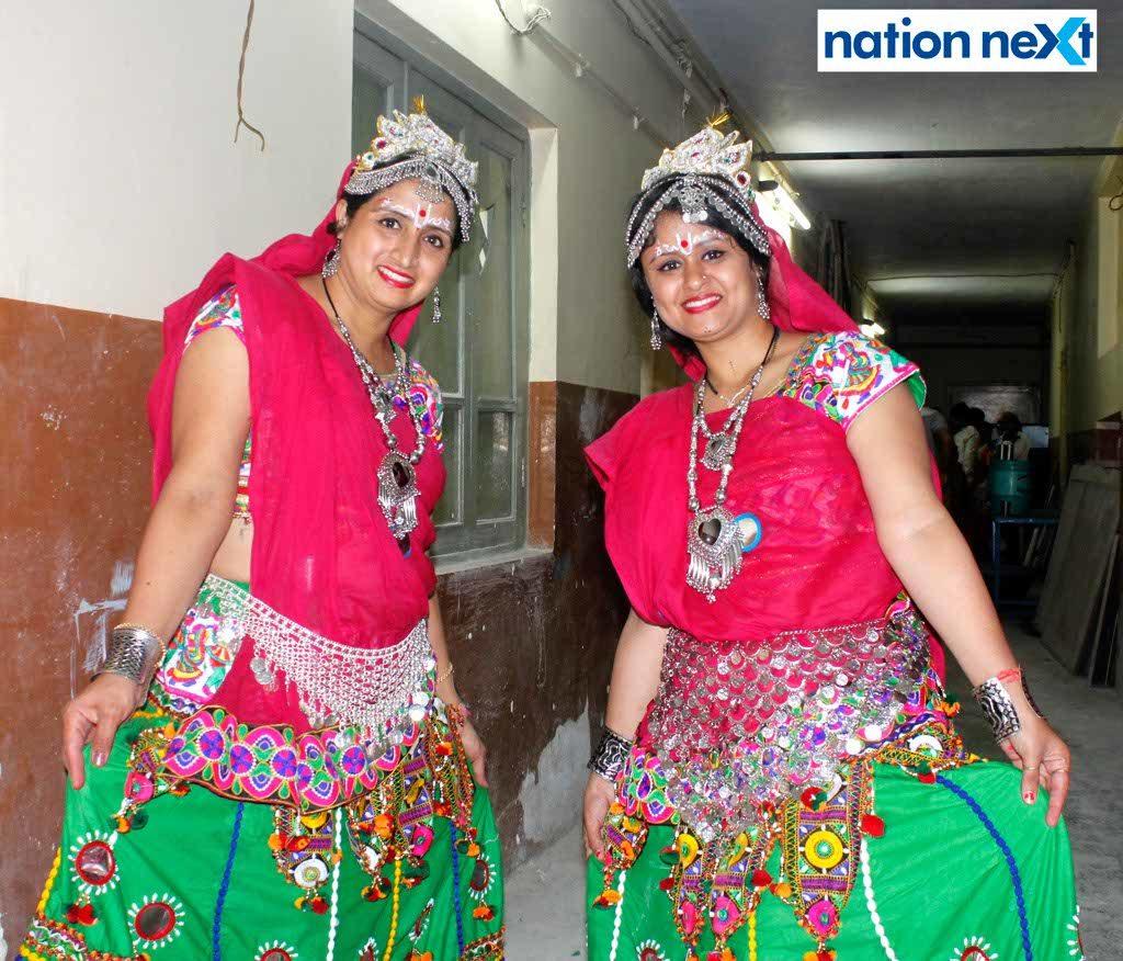 08-10-17-Vaibhavi Thakral and Krutika Palan-Gujrati Samaj Garba-Gujrat Bhawan-Himanshu Pal (2)
