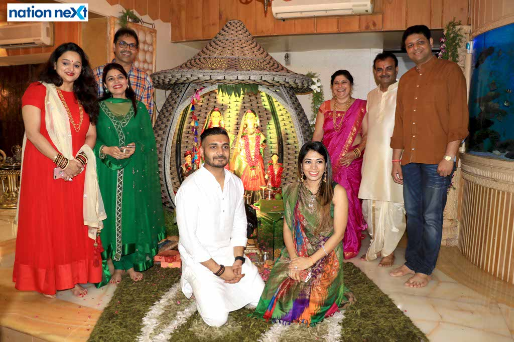 Friends and relatives poured in to seek the blessings of the goddess Mahalakshmi at the Mahaprasad hosted by Munde family in Nagpur.