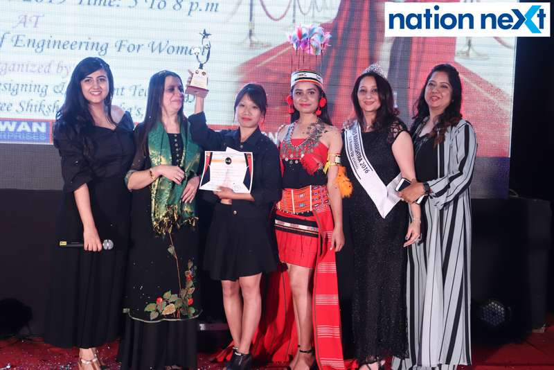 Nina Somalwar, Mahima Jaipur, Swati Banerji and Kripa Sawlani along with the 1st winner Kubin Palak at the IFT Fashion Carnival held in Nagpur