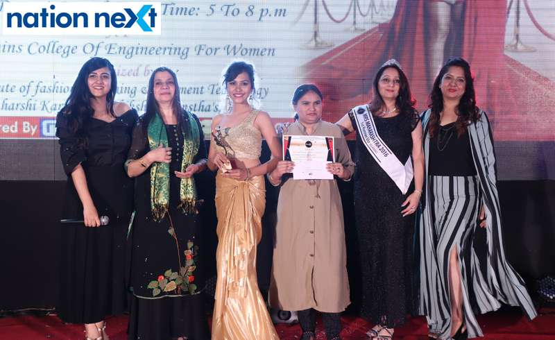 Nina Somalwar, Mahima Jaipur, Swati Banerji and Kripa Sawlani along with the 3rd winner Rashi Budhrani at the IFT Fashion Carnival held in Nagpur