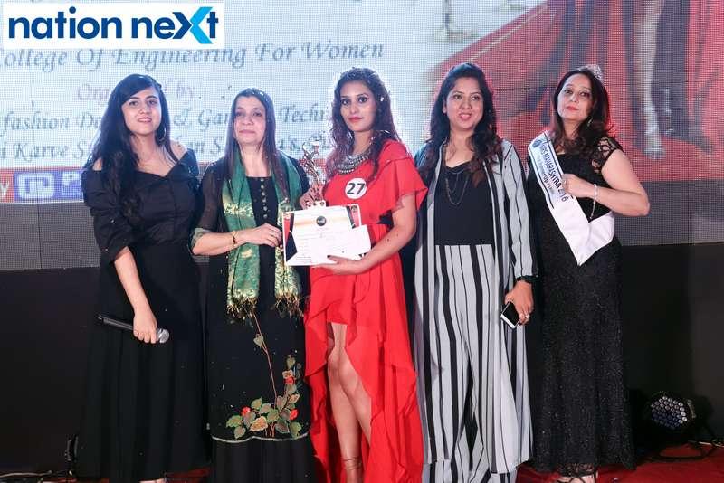 Nina Somalwar, Mahima Jaipur, Swati Banerji and Kripa Sawlani along with the 2nd winner Twinkle Pahade at the IFT Fashion Carnival held in Nagpur