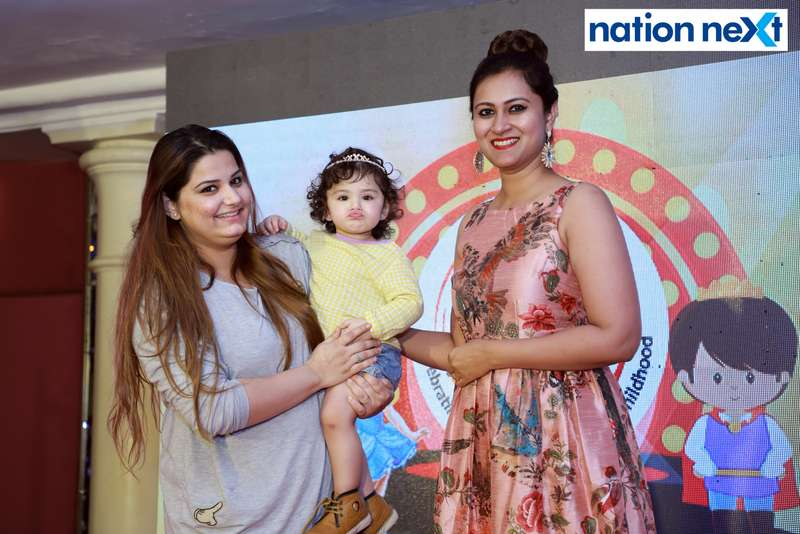 A participant and her mother with Dr Vartika Patil at Darlings of Nagpur contest held at Hotel Tuli Imperial
