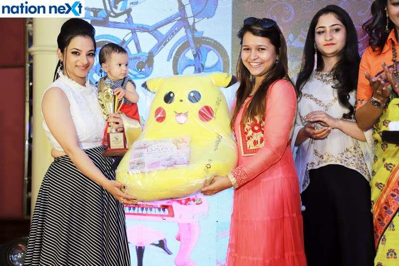 Princess of Nagpur title winner Samariya Gangwani and her mother with Alka Thakur (right) at Darlings of Nagpur contest held at Hotel Tuli Imperial