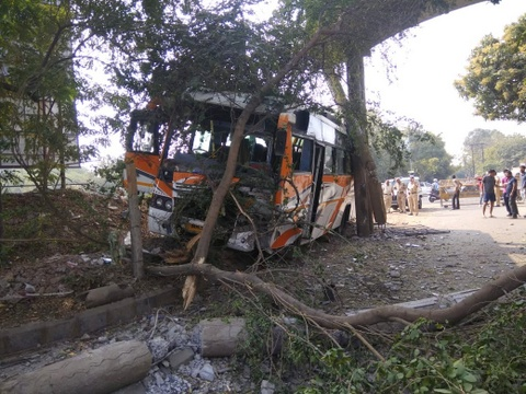 Driver Gajanan Gopalrao Bawankar (33) saved the lives of 22 passengers traveling in his bus yesterday afternoon from Yavatmal to Nagpur.