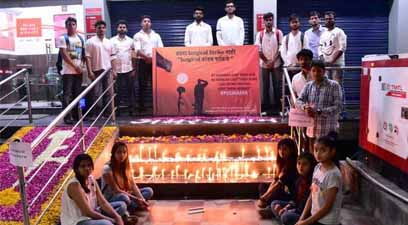 Nagpur doctors, medical students pay condolences to jawans martyred in Pulwama terror attack - small
