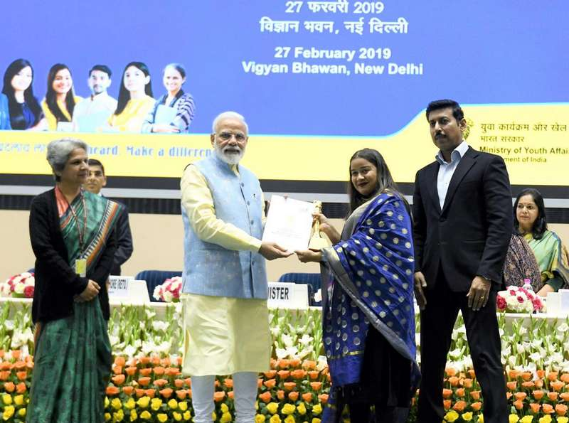 Shweta Umre receiving an award from Prime Minister Narendra Modi in February 2019 at Vigyan Bhawan in New Delhi.