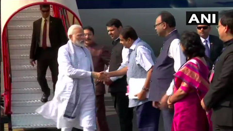 Today morning, PM Narendra Modi arrived in Nagpur for his scheduled visit to Pandharkawda in Yavatmal to address members of Self-Help Groups.