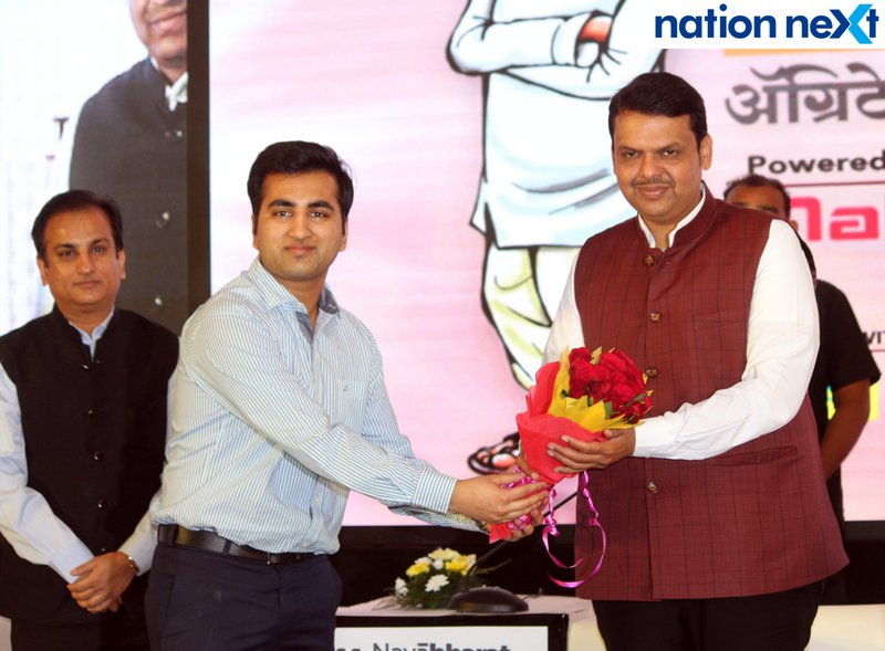 Vaibhav Maheshwari and Devendra Fadnavis during Navrashtra Sarpanch Samrat and Agritech Award ceremony in Nagpur