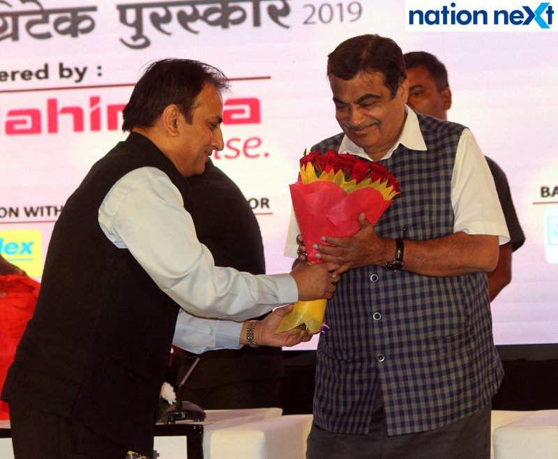Nimish Maheshwari and Union Minister Nitin Gadkari during Navrashtra Sarpanch Samrat and Agritech Award ceremony in Nagpur