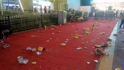 Minutes after PM Modi flagged off the ambitious Nagpur Metro Rail project in Nagpur, citizens left the premises of the metro station in a filthy condition.