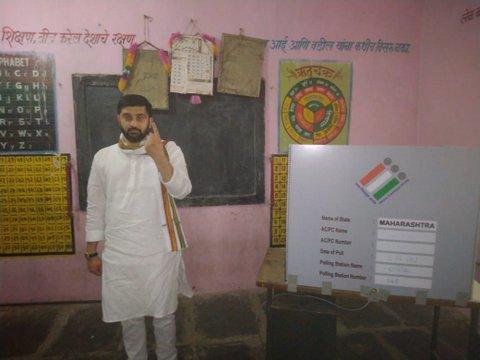In pics: BJP leader Nitin Gadkari, CM Devendra Fadnavis, Congress leader Nana Patole and several senior leaders of Nagpur cast their votes in Nagpur today.
