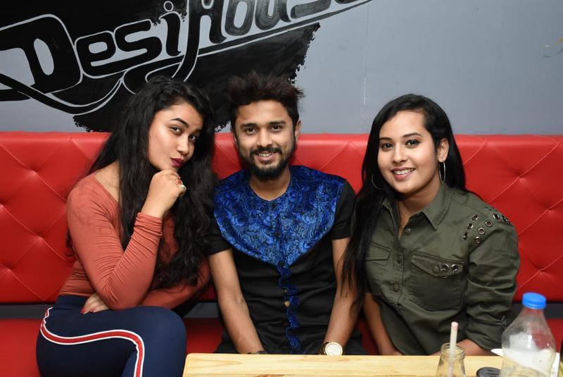Emcee Shruti Thakur, Musician Nehal Khan and Emcee Ankita More during Farhan Kazi's birthday party in Nagpur
