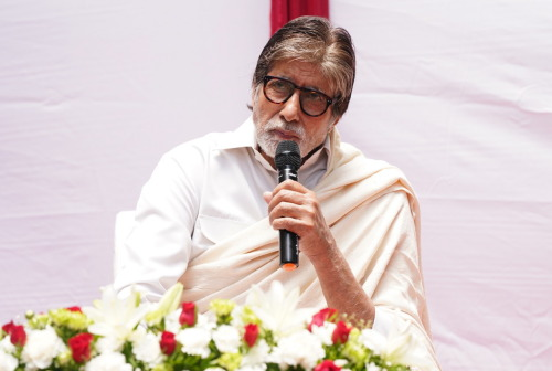 If reports are to be believed, 77-year-old legendary actor Amitabh Bachchan has been approached for lending his voice for navigation on Google Maps.