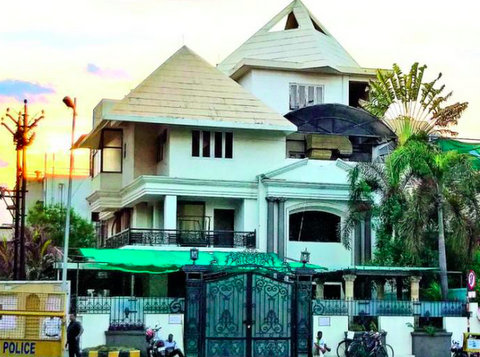 Bank officials in Nagpur sealed the residence of renowned city builder Deepak Nilawar for non-payment of loan on Wednesday.