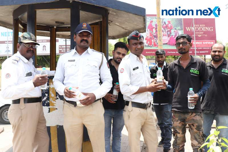 Little Jewels Kindergarten of Jain International School in partnership with Uber Eats has initiated a drive to serve cold water to Nagpur Traffic cops.