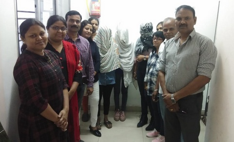 Nagpur Police on Friday busted a sex racket by sending decoy customers and rescused two girls from getting trapped in flesh trade.