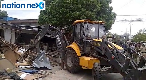 Nagpur Police razed encroachment at Asi Nagar in North Nagpur where second hand market of timber was being sold on footpaths.