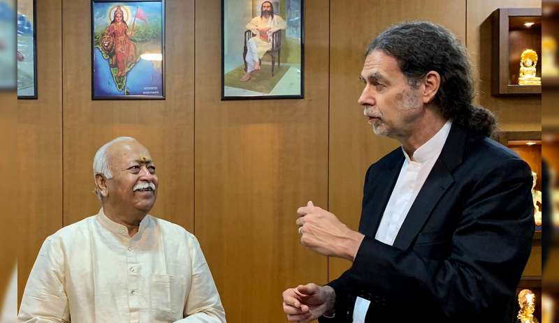 Walter Lindner, German Ambassador to India, visited RSS siatuted in Reshimbagh in Nagpur on Wednesday and met RSS Chief Mohan Bhagwat.