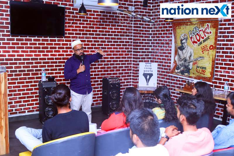 Mohammed Sadriwala during his performance at 'Toh Ek Baar Hua Yun' organised by Dark Room Poets at Desi House Cafe in Nagpur (Photo by: Bhavesh Mahalle/Nation Next)