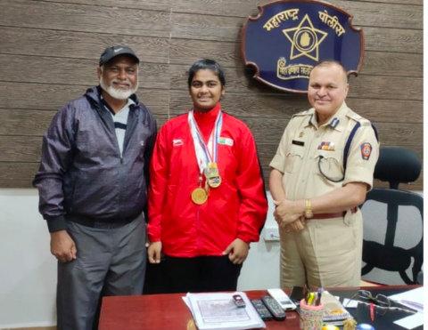 Nagpur Police constable Akram Khan's 16-year-old daughter Alfiya Khan Pathan won the bronze medal at the 3rd Nations Cup International Boxing Championship.