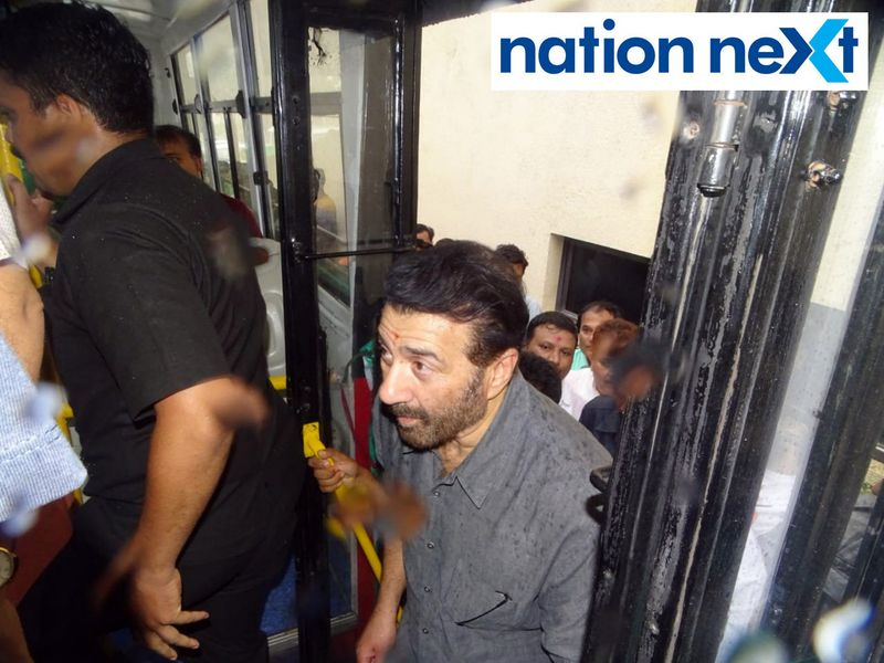 BJP MP from Gurdaspur Sunny Deol and union minister Nitin Gadkari amidst media personnel were seen enjoying their time in a local bus at Nagpur.