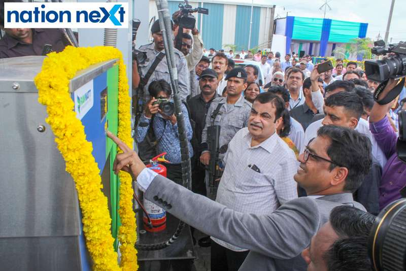 Vaddadi Subbarao and Union Minister Nitin Gadkari during the inauguration of Nagpur's first LNG and CNG Mother Station
