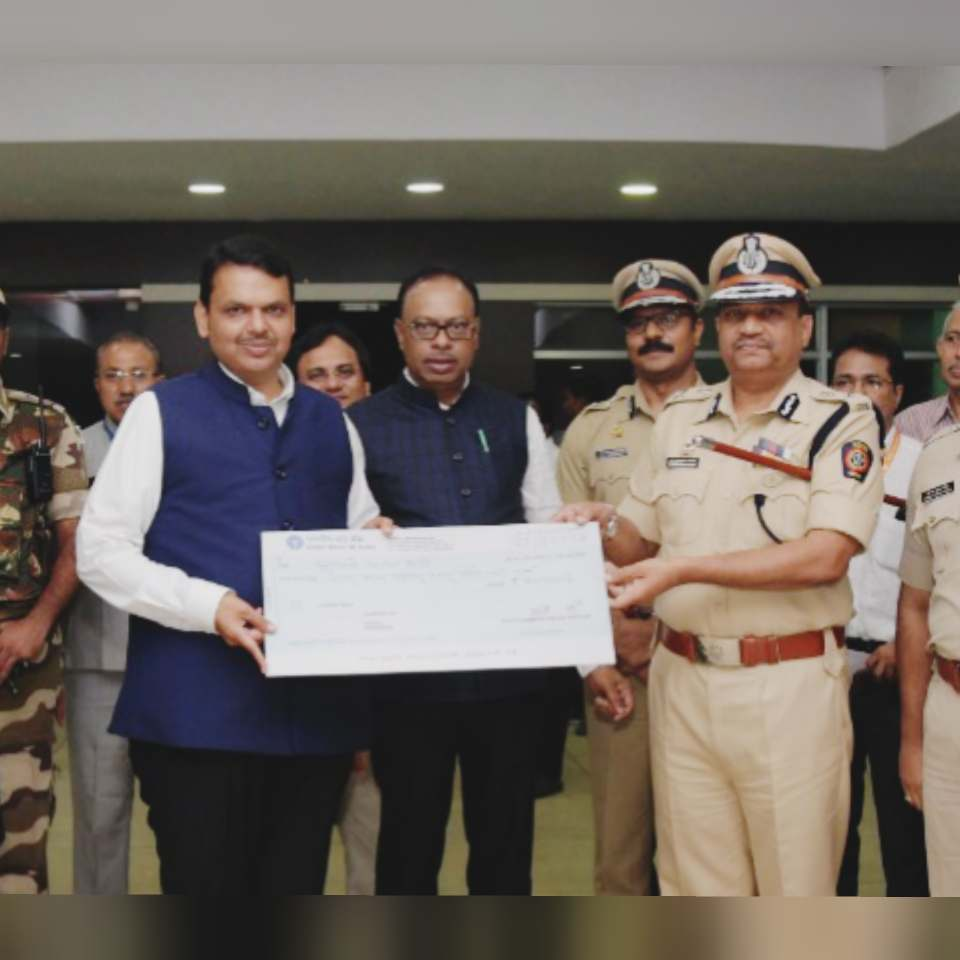 In an inspiring move, Nagpur Police Commissionerate contributed Rs 53,35,604 to the Chief Minister's Relief Fund (CMRF) on Saturday.