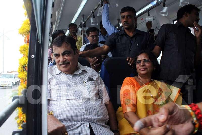 Union Minister Nitin Gadkari and Nagpur Mayor Nanda Jichkar while travelling in Nagpur Municipal Corporation's electric bus 'Tejaswini.' (Photo by: Bhavesh Mahalle)