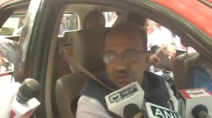 BJP MP Vijay Goel after violating the odd-even rule in Delhi