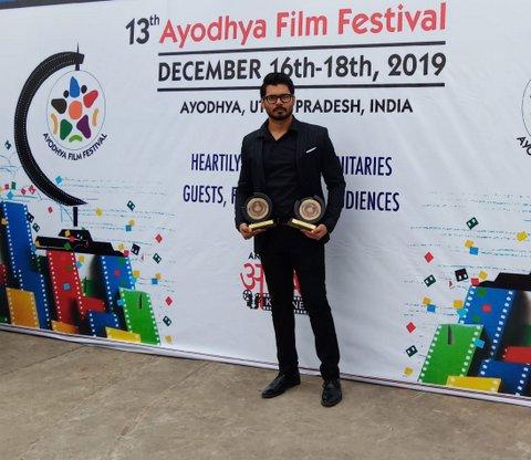 Bollywood actor and dancer Avinash Dwivedi has won Best Actor award for his first Bengali film Rickshawala, directed by Ram Kamal Mukherjee.