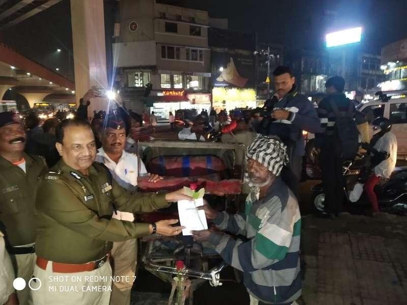 Nagpur Police Commissioner Dr BK Upadhyay greeting a rickshaw puller at Variety Square