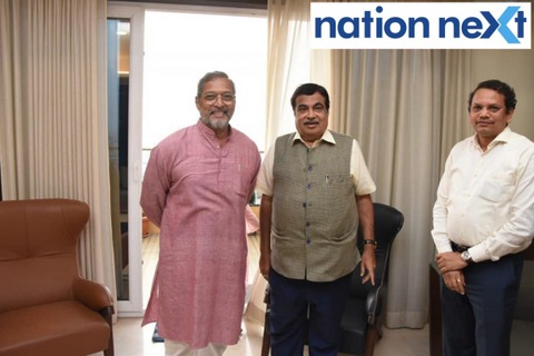 Bollywood actor Nana Patekar visited Union Minister Nitin Gadkari at his residence at Wardha Road in Nagpur on Sunday afternoon.