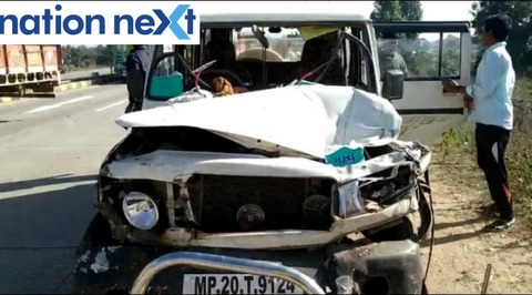 An unusual road accident claimed the lives of two people including a traffic constable Ritesh Bhopre at Ramtek-Jabalpur expressway on Sunday morning today.