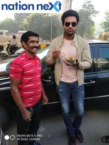 Popular television actor Sharad Kelkar relished 'Nagpur style' breakfast at the famous Ramji-Shyamji Pohewala situated at Wardha Road in Nagpur on Tuesday.
