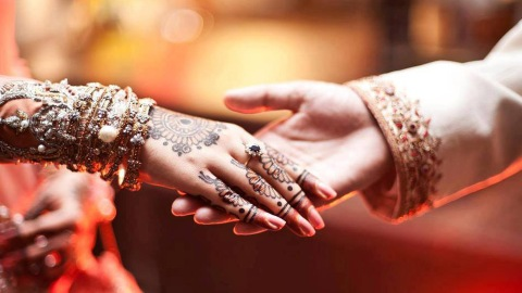 Wedding celebration in Nagpur turned ugly as two groups of men indulged in a fight over their 'favourite song' during a DJ party.