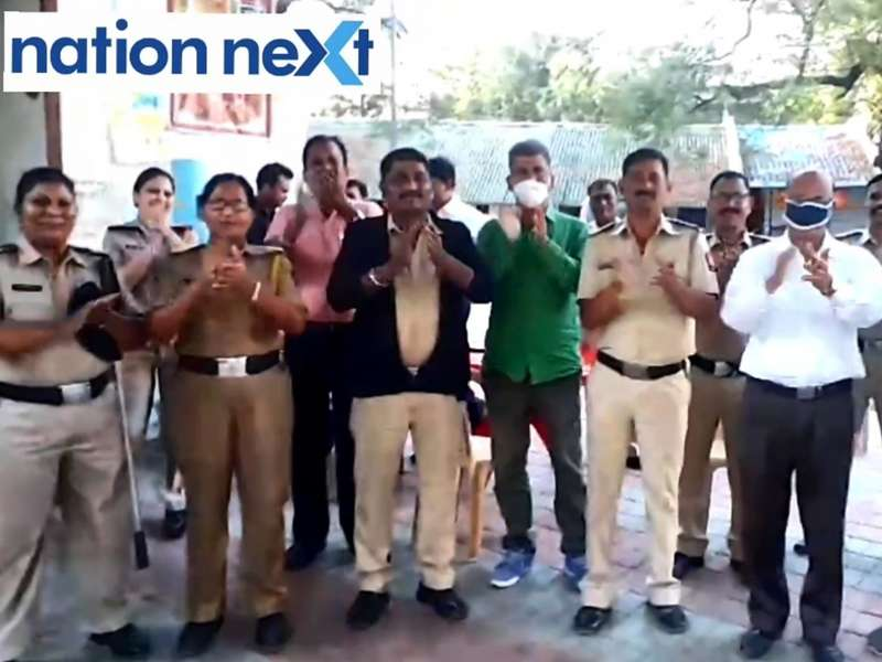 Along with people of India, Nagpur Police personnel too expressed their gratitude towards health workers fighting COVID-19 as they clapped for these people.