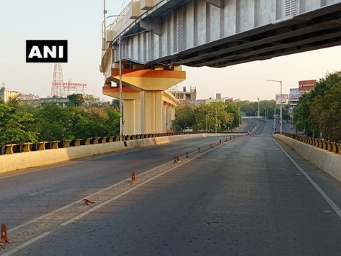 As people across the country observe Janta Curfew to combat the deadly Coronavirus, Nagpur bears a deserted look on Sunday.