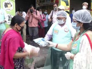 With an intention to people in lockdown due to Coronavirus, RSS workers distribiuted ration among 986 sex workers living at GB Road red light area in Delhi.